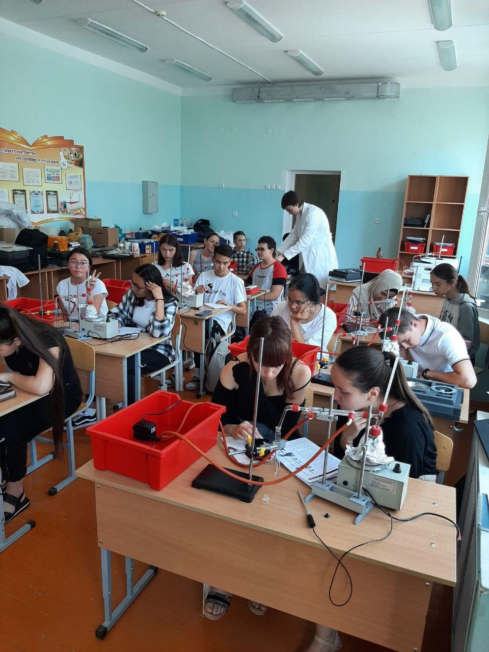 Летняя химическая школа «ИЗОТОП» начала свою работу с 90 школьниками республики